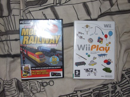 Retro Pick-Ups: Model Railway Deluxe [PC] & Wii Play [Wii]