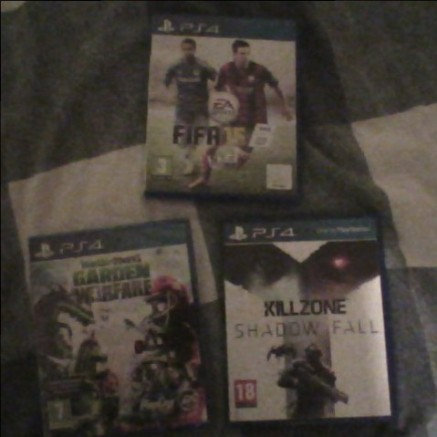 FIFA 15, Killzone: Shadow Fall and Plants vs Zombies: Garden Warefare [PS4]